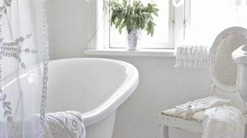 Attractive White Shabby Chic Style Bathroom Design