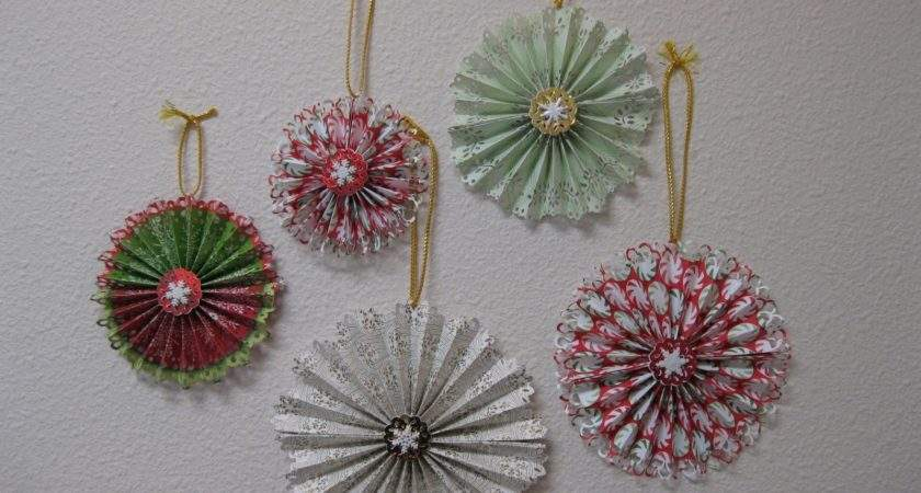 Charmingly Creative Christmas Paper Medallions Martha