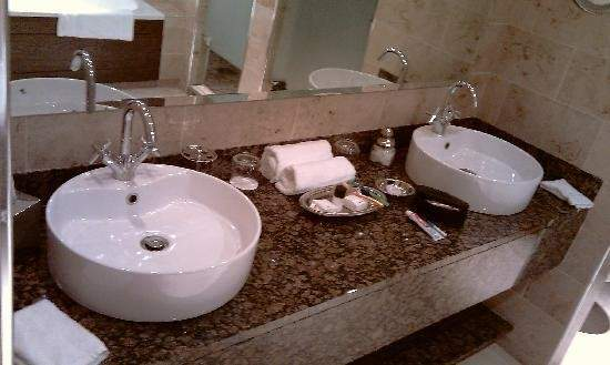 His Hers Sink All Very Spacious Lough