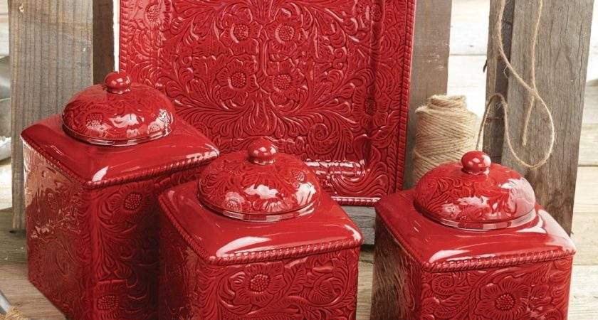 Kitchen Decors Using Red Accessories