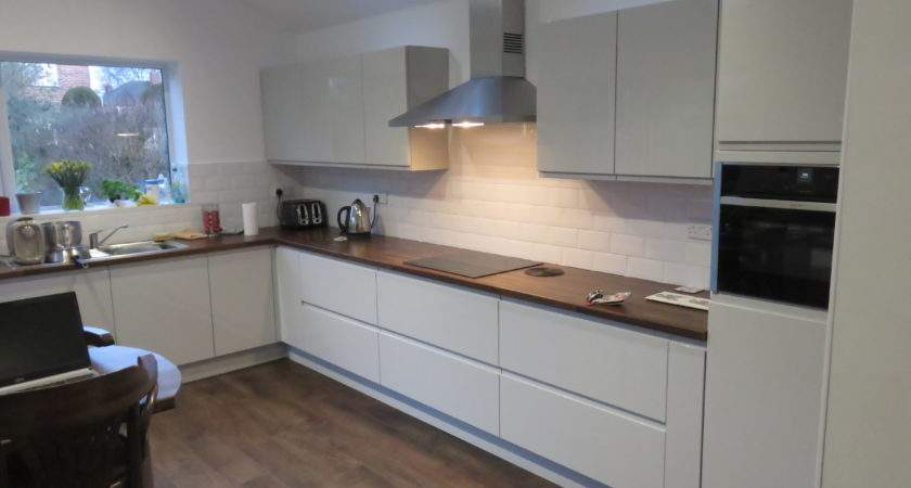 Light Grey Gloss Strada Kitchen Fitted Kitchens