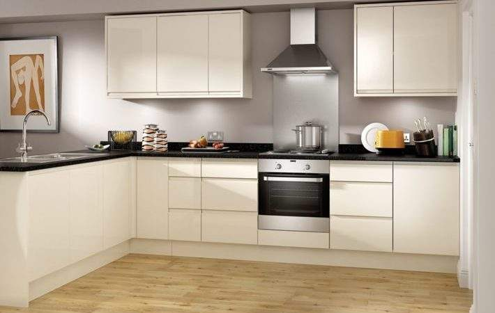 Madison Cream Handle Less Kitchen Wickes