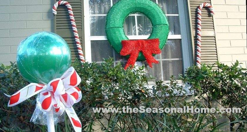 Outdoor Candy Christmas Decorating Idea