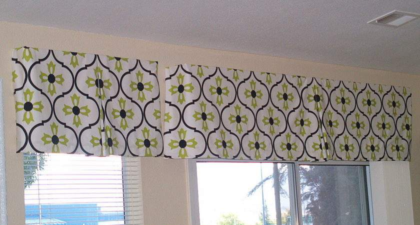 Reluctant Blogger Make Your Own Box Pleat Valance