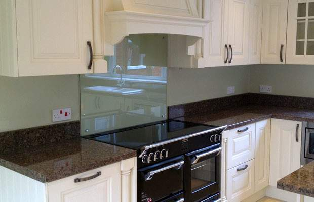 Should Choose Splashbacks Upstands Diy Kitchens