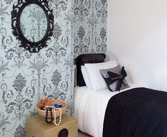 Small Bedroom Damask Design