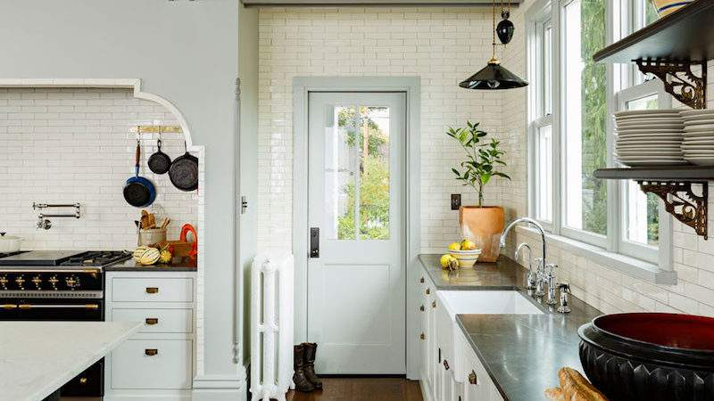 Victorian Style Kitchen Catchy Details Color