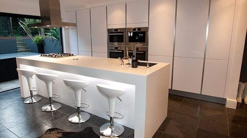 White Gloss Kitchen Breakfast Bar Decor